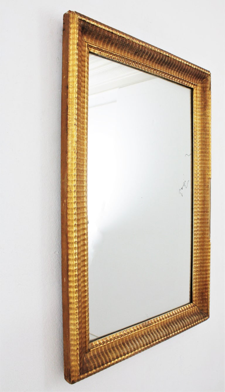 Carved French 19th Century Louis Philippe Gold Leaf Giltwood Ribbed Carving Mirror For Sale