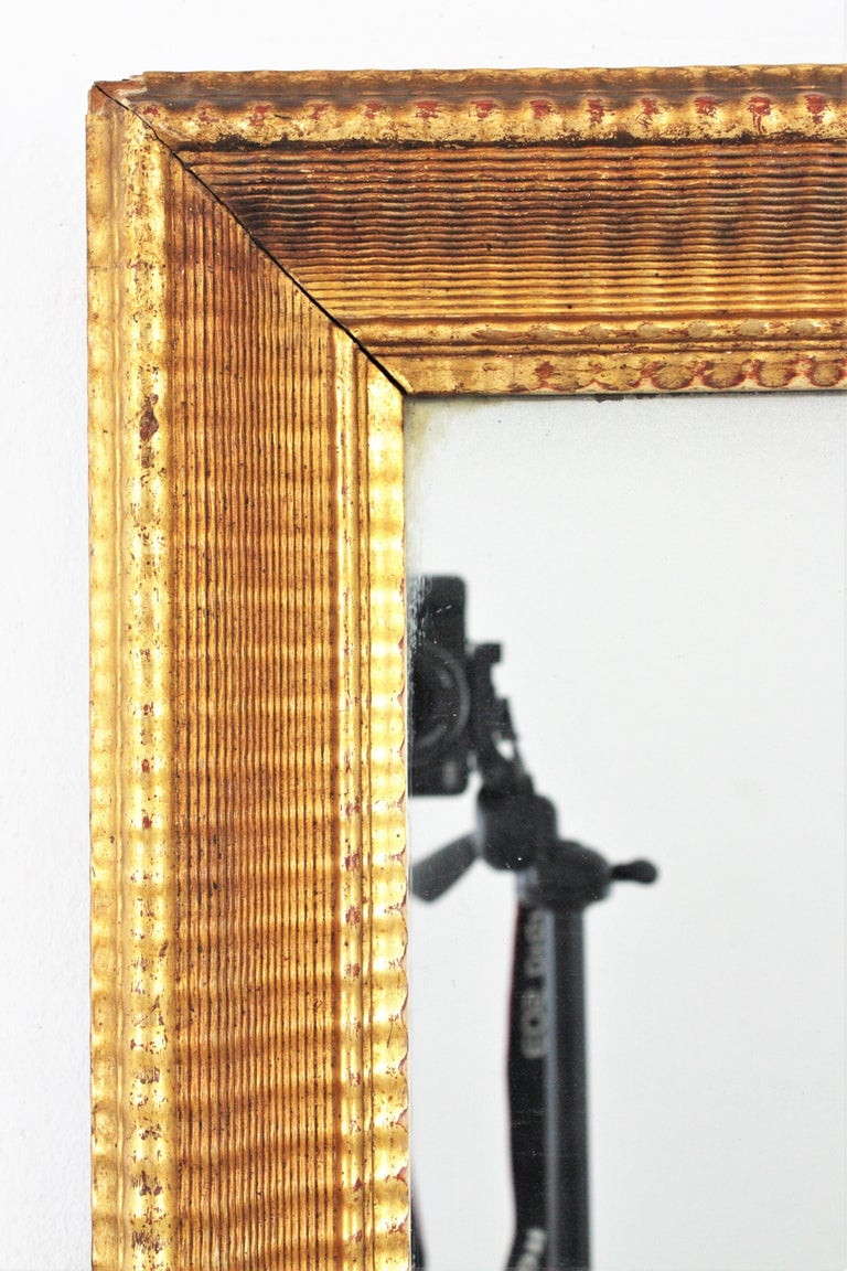 French 19th Century Louis Philippe Gold Leaf Giltwood Ribbed Carving Mirror For Sale 4
