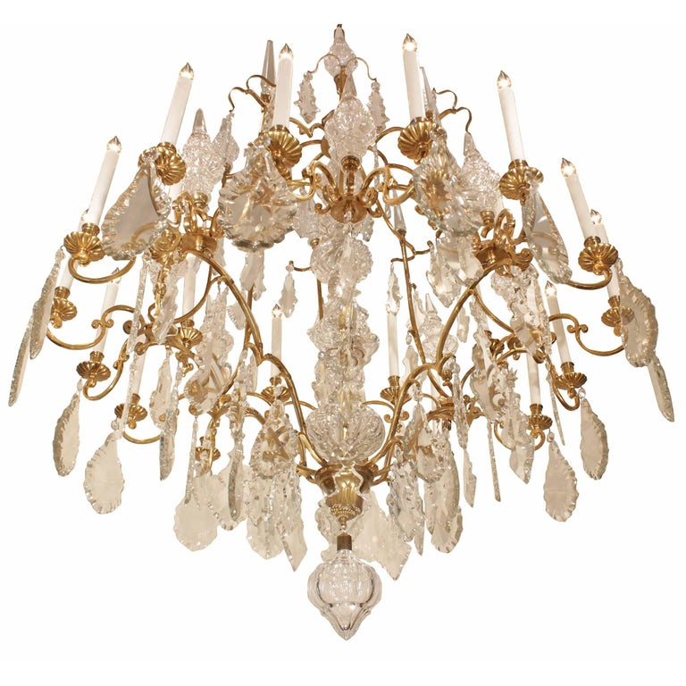 French 19th Century Louis XV Style Ormolu and Baccarat Crystal Chandelier For Sale 1