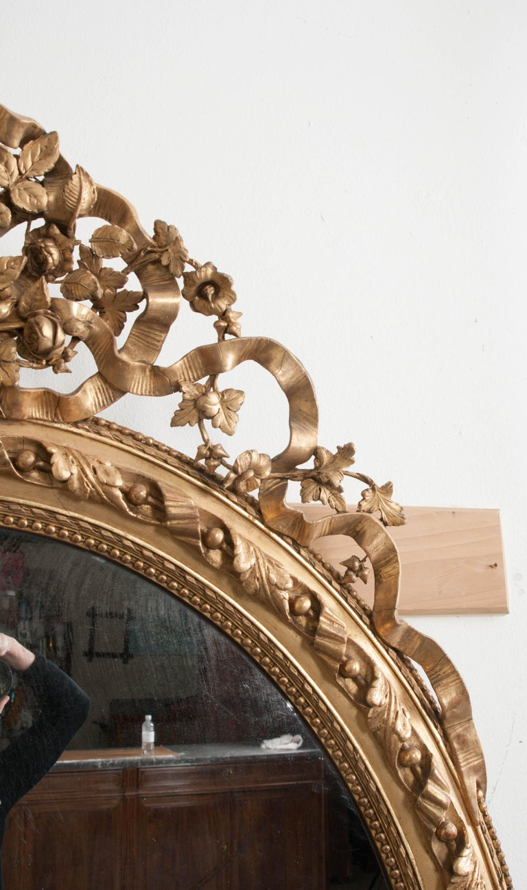 French 19th Century Louis XVI Oval Giltwood Mirror For Sale 3