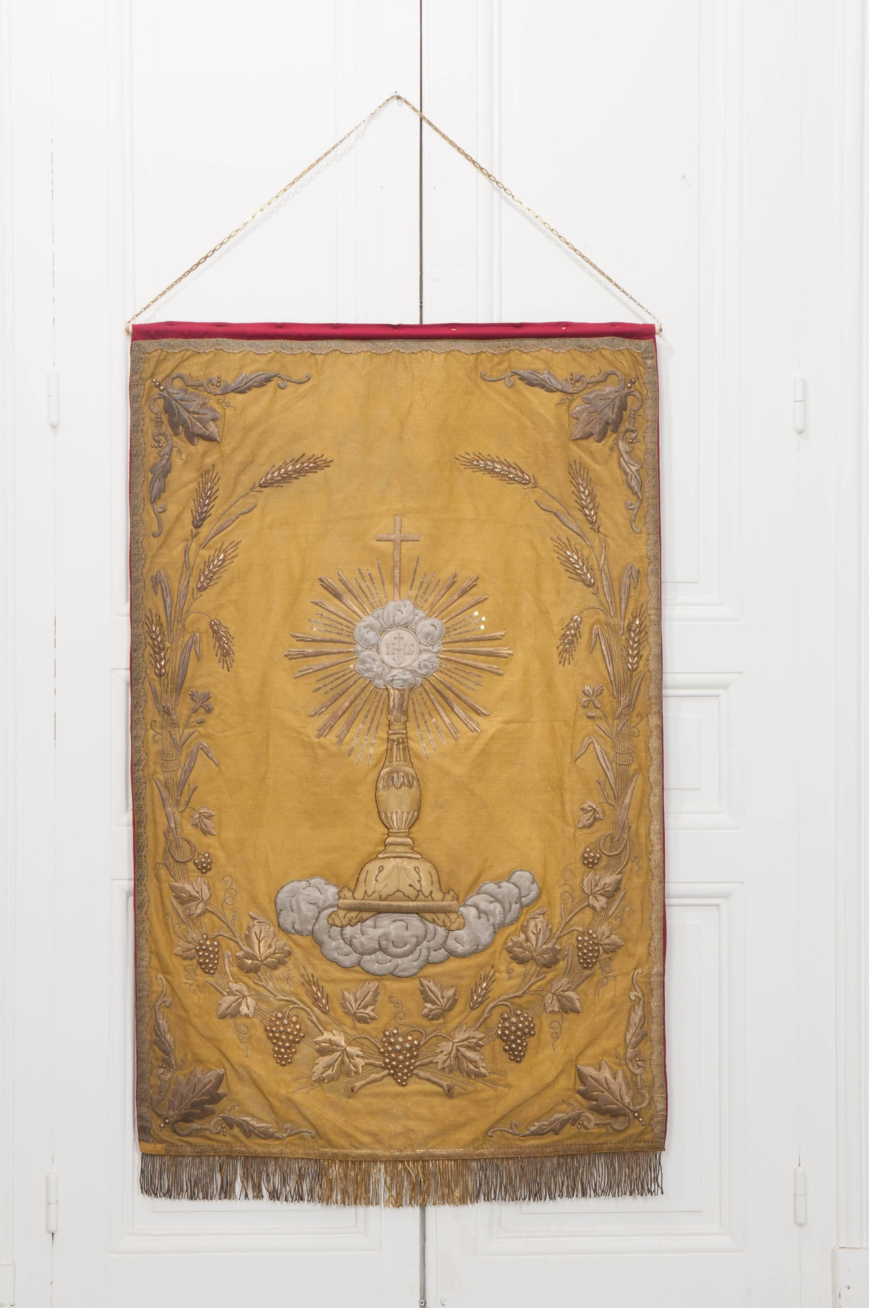 Linens & Textiles (pre-1930) Vintage Gold Metallic Trim With Red Embroidery 1½ Inches Wide Skilful Manufacture