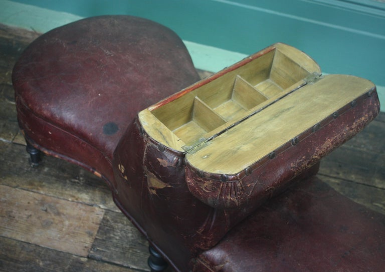 French 19th Century Napoleon III Curios Double Ended Maroon Leather Chair In Distressed Condition For Sale In Lowestoft, GB