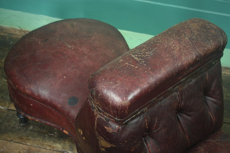 French 19th Century Napoleon III Curios Double Ended Maroon Leather Chair For Sale 1