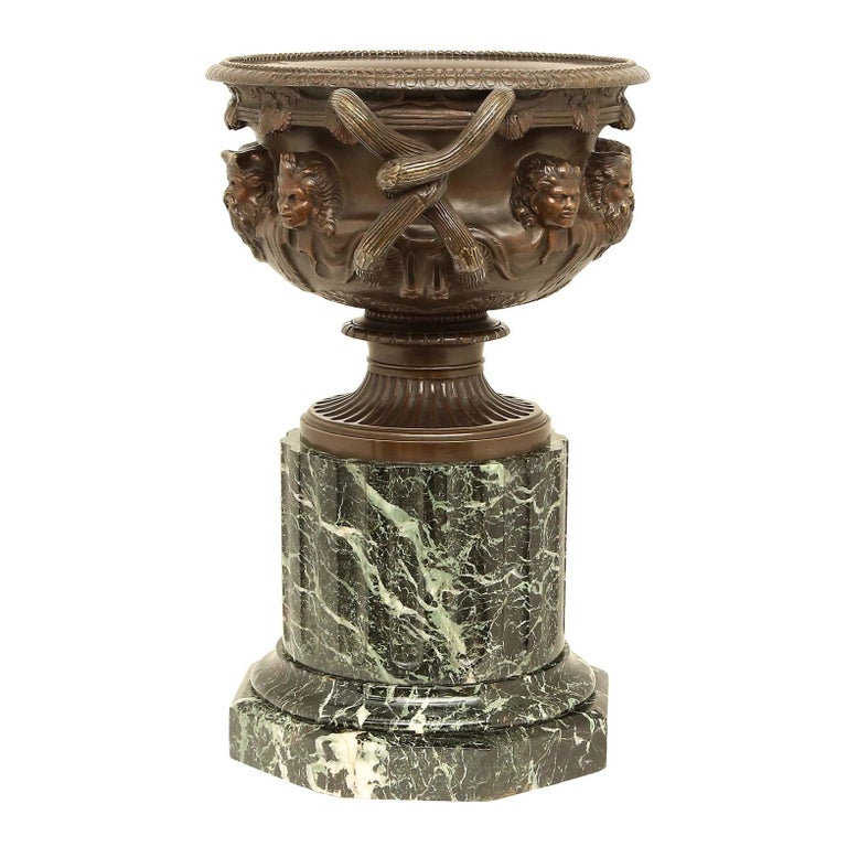 French 19th Century Neoclassical Style Patinated Bronze Tazza In Good Condition For Sale In West Palm Beach, FL