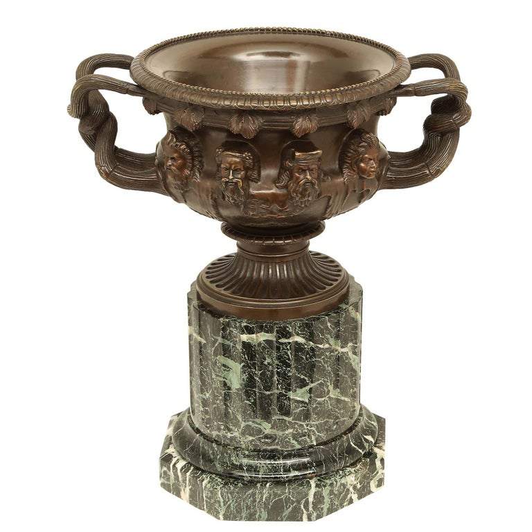 French 19th Century Neoclassical Style Patinated Bronze Tazza For Sale 1