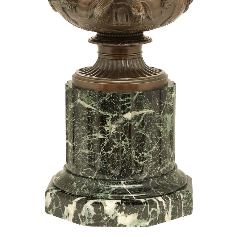 French 19th Century Neoclassical Style Patinated Bronze Tazza For Sale 4