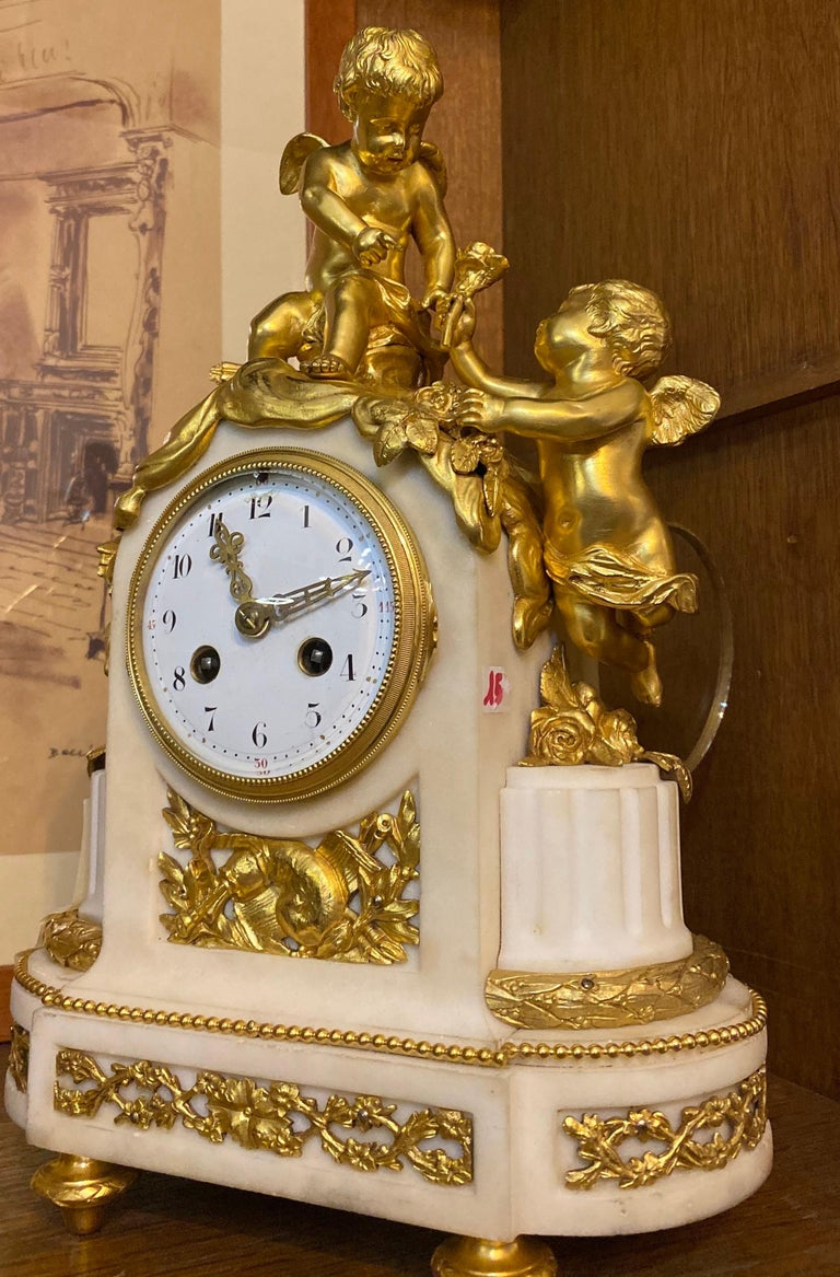 French 19th Century Ormolu White Marble Mantel Clock In Excellent Condition For Sale In Rome, IT
