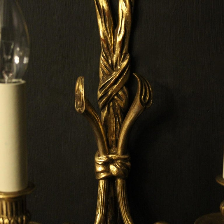 French 19th Century Pair of Gilded Bronze Antique Wall Lights For Sale 1