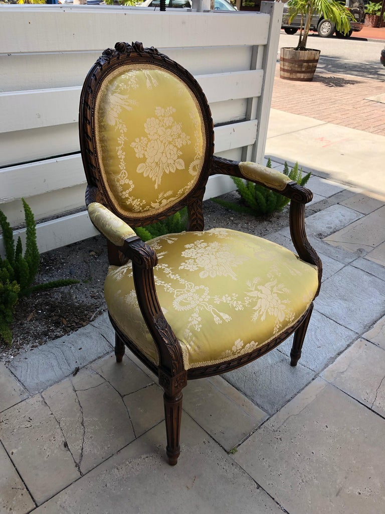 French 19th Century Pair of Louis XVI Armchairs/Bergere Chairs For Sale 1