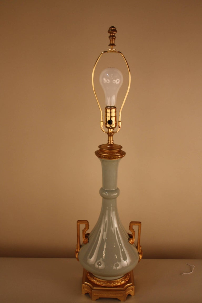French 19th Century Porcelain and Bronze Electrified Oil Lamp by Gagneau & Co For Sale 2