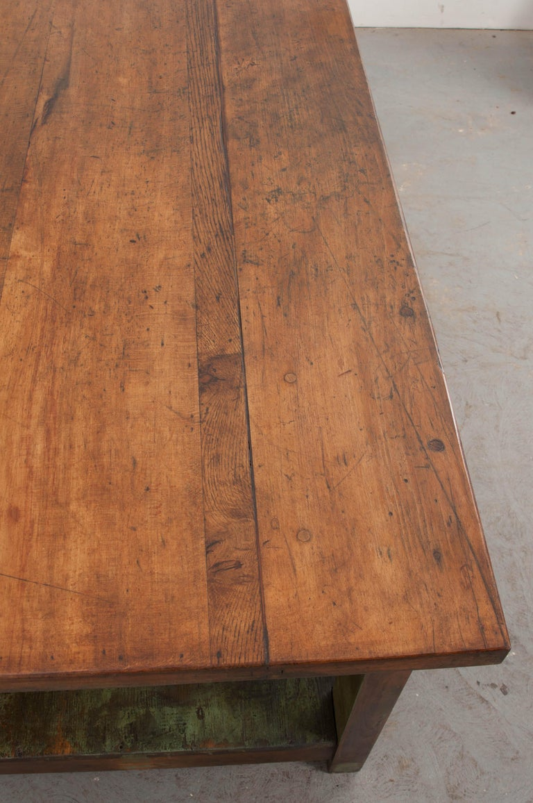 French 19th Century Provincial Walnut Work Table In Good Condition For Sale In Baton Rouge, LA