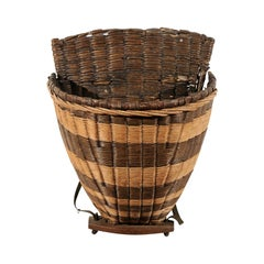 French 19th Century Small Two-Toned Wicker Grape Harvesting Basket from Burgundy