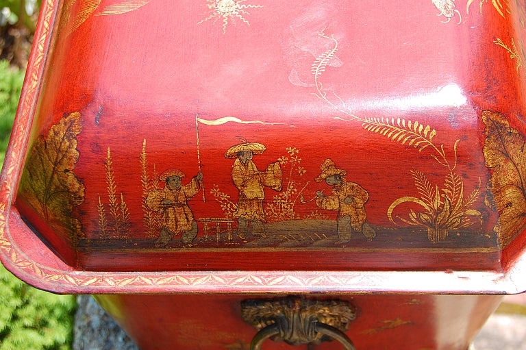 French 19th Century Tole Coal Bin with Chinoiserie Decoration In Good Condition For Sale In Wells, ME