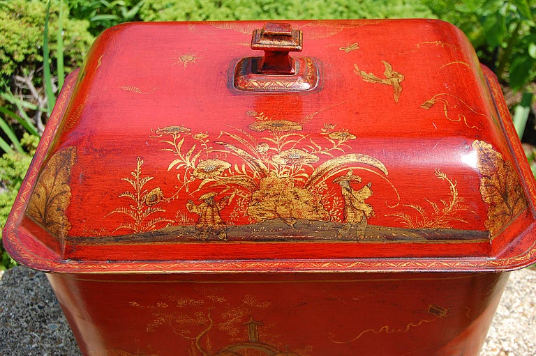 French 19th Century Tole Coal Bin with Chinoiserie Decoration For Sale 2