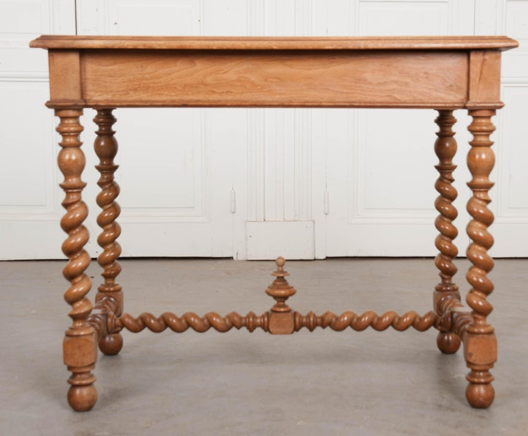 French 19th Century Walnut Barley Twist Desk Table In Good Condition For Sale In Baton Rouge, LA