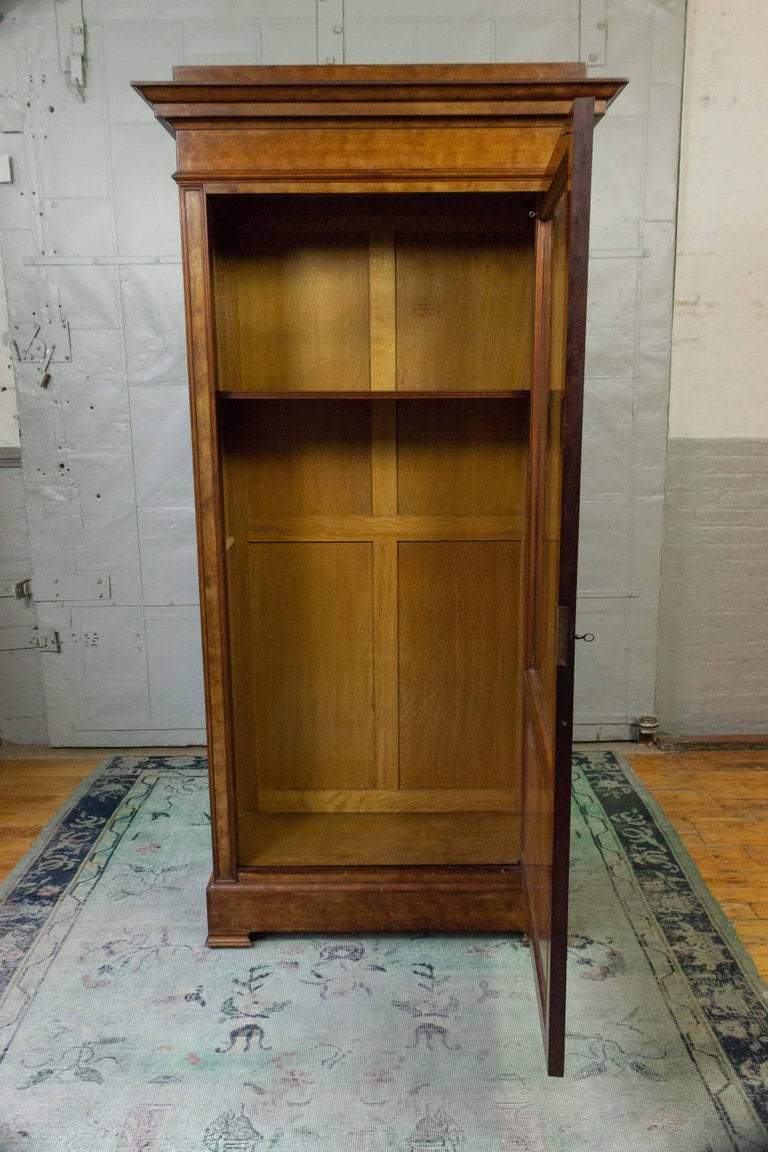 French 19th Century Walnut Bookcase with Original Glass Door For Sale 5