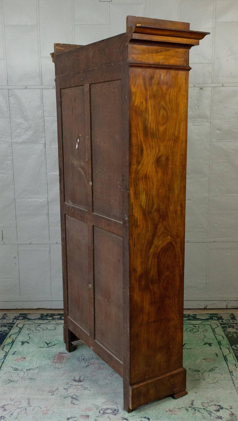 French 19th Century Walnut Bookcase with Original Glass Door For Sale 11