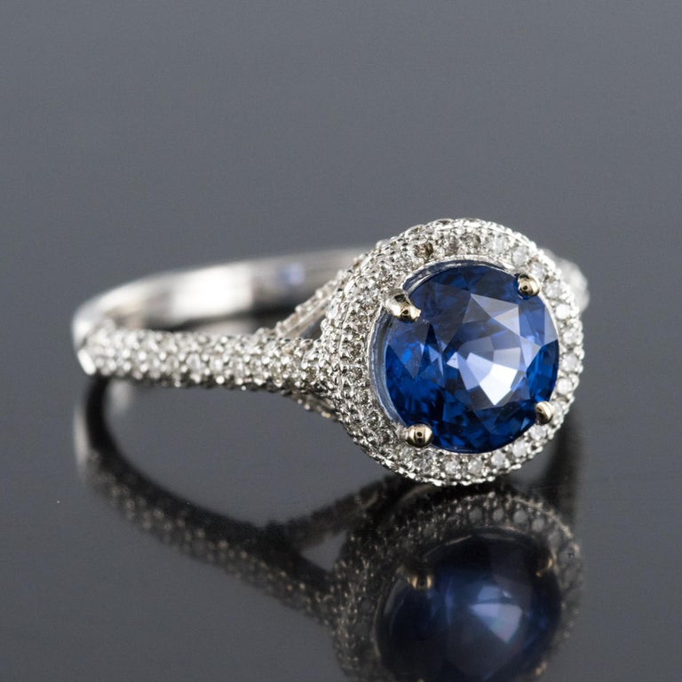 French 2.26 Carat Royal Blue Ceylon Sapphire Diamonds Ring For Sale 4