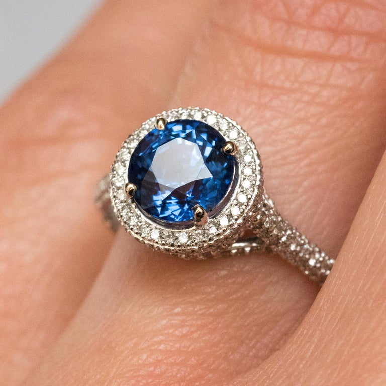 French 2.26 Carat Royal Blue Ceylon Sapphire Diamonds Ring For Sale 5