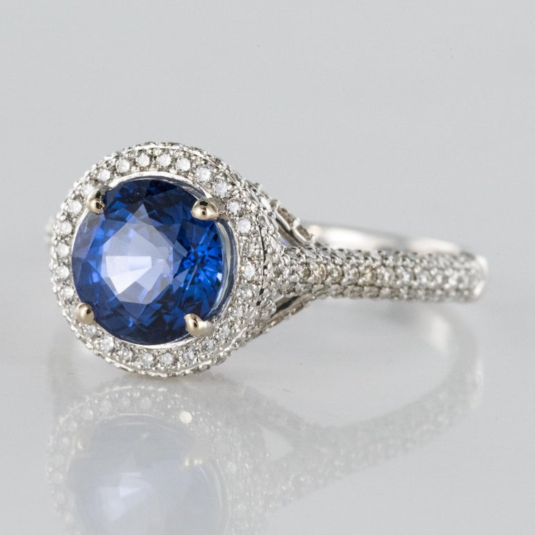 Modern French 2.26 Carat Royal Blue Ceylon Sapphire Diamonds Ring For Sale