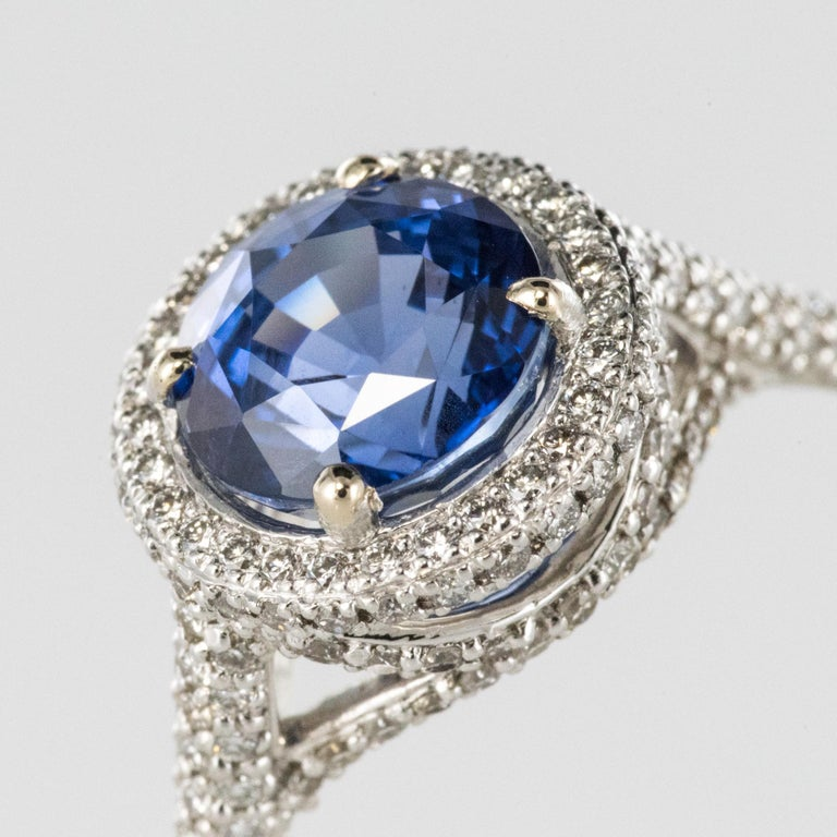 Round Cut French 2.26 Carat Royal Blue Ceylon Sapphire Diamonds Ring For Sale