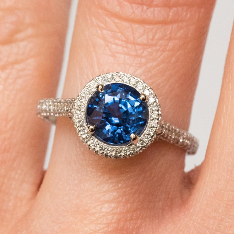French 2.26 Carat Royal Blue Ceylon Sapphire Diamonds Ring In New Condition For Sale In Poitiers, FR