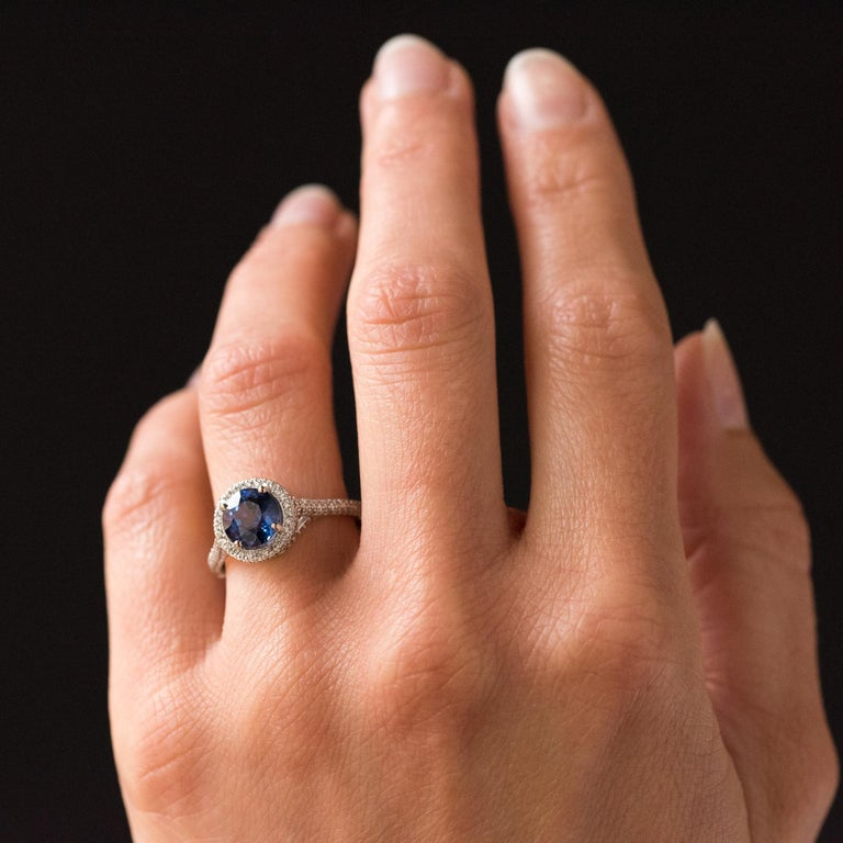 French 2.26 Carat Royal Blue Ceylon Sapphire Diamonds Ring For Sale 2