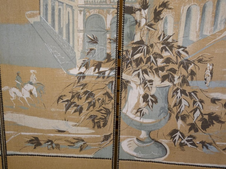 French 4-Leaf Grey and Beige Screen Hand Painted in Grisaille and Leather, 1940s For Sale 3