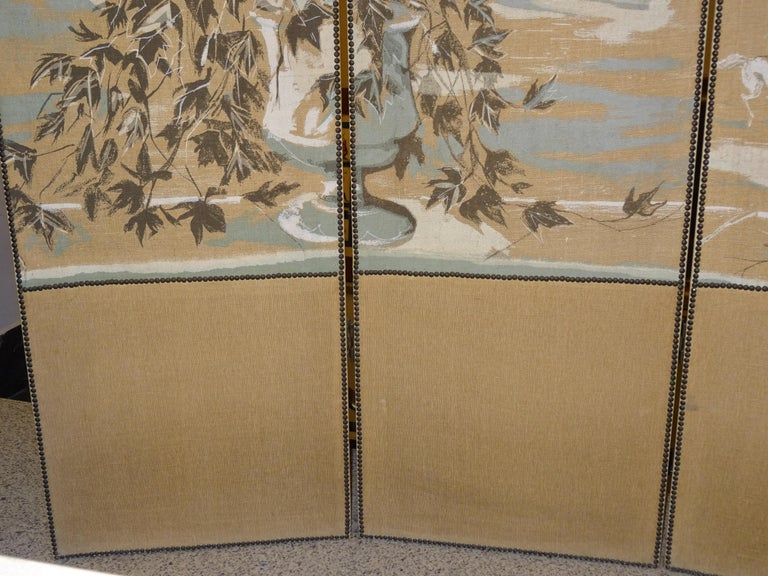 French 4-Leaf Grey and Beige Screen Hand Painted in Grisaille and Leather, 1940s For Sale 2