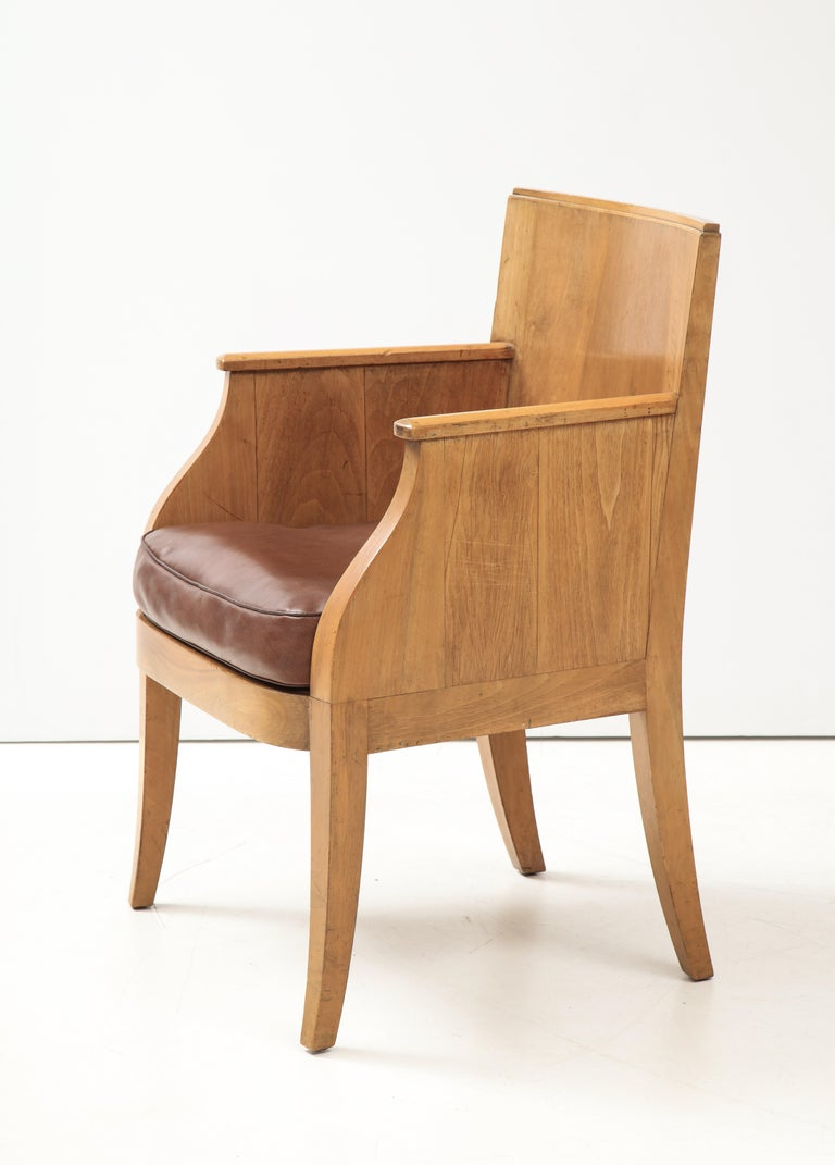 French 40's Oak Chair with Original Brown Leather Seat, France, c. 1940 In Good Condition For Sale In Brooklyn, NY