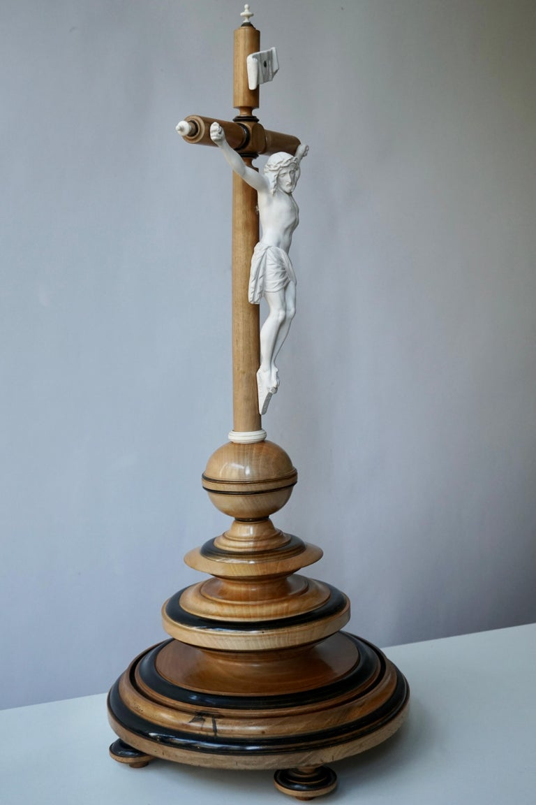 Rococo French Antique Wood Crucifix with Porcelain Bisque Figure of Christ For Sale