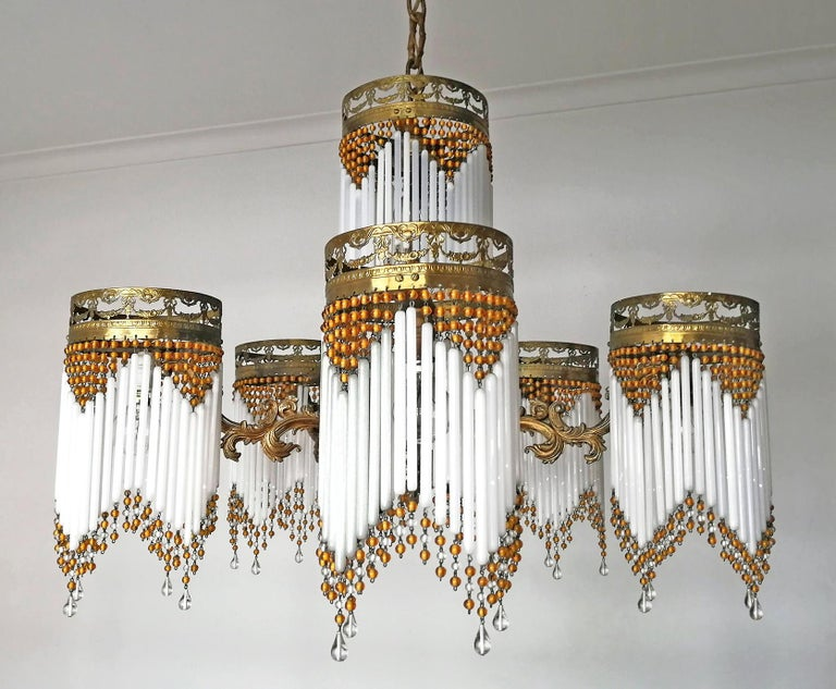 French Art Deco and Art Nouveau Amber Beaded Fringe and Gilt Ornate Chandelier In Good Condition For Sale In Coimbra, PT