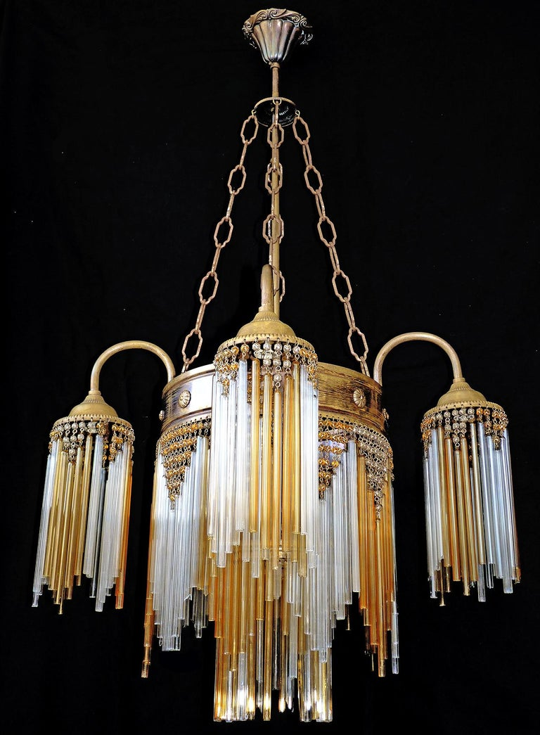 French Art Deco and Art Nouveau Amber Straw Fringe and Beaded Glass Chandelier In Good Condition For Sale In Coimbra, PT