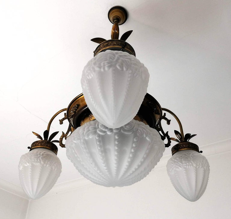 20th Century French Art Deco and Art Nouveau Brass and Frosted Glass Degué Style Chandelier For Sale
