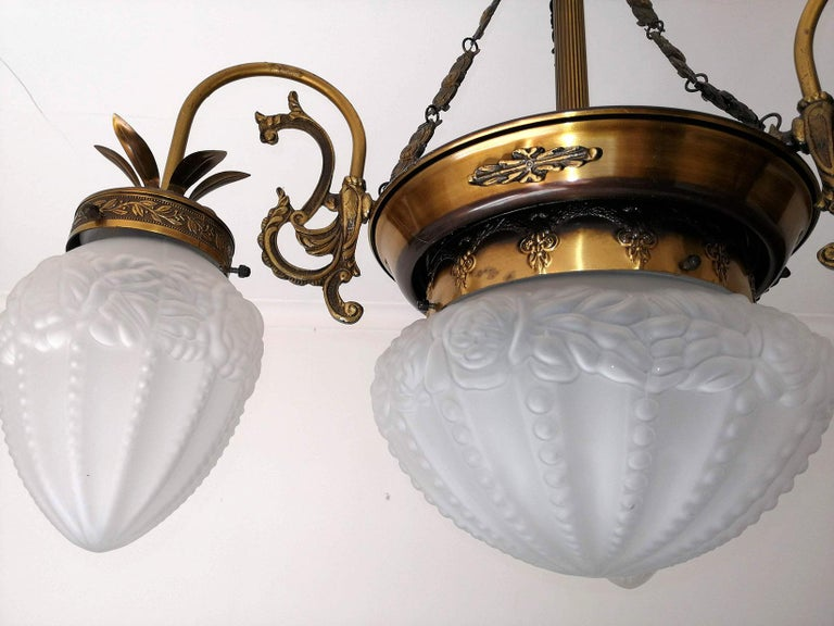 French Art Deco and Art Nouveau Brass and Frosted Glass Degué Style Chandelier For Sale 1