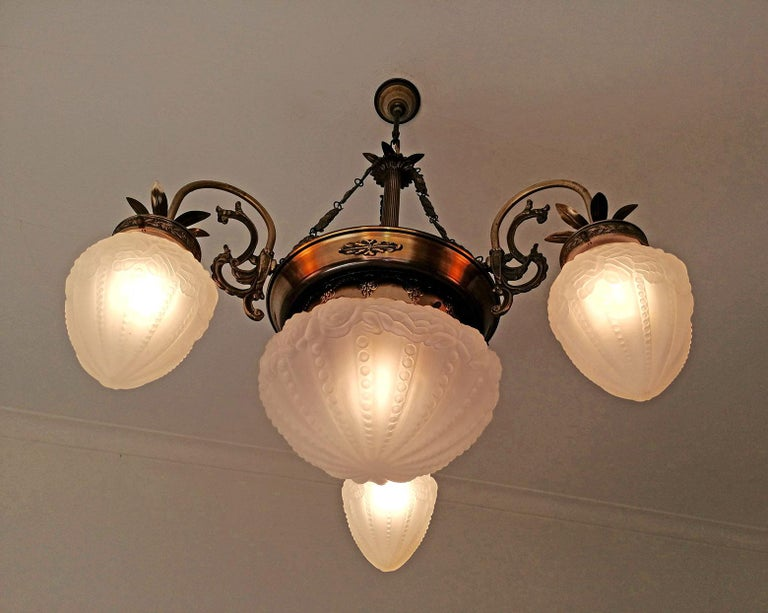 French Art Deco and Art Nouveau Brass and Frosted Glass Degué Style Chandelier For Sale 2
