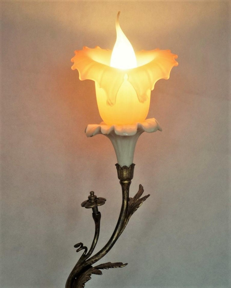 French Art Deco Bronze and Porcelain Table Lamp with Vaseline Glass Tulip For Sale 1
