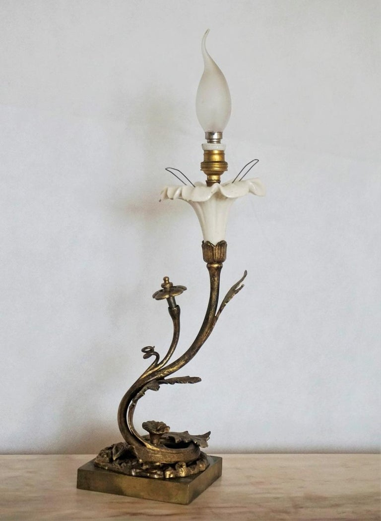 French Art Deco Bronze and Porcelain Table Lamp with Vaseline Glass Tulip For Sale 4