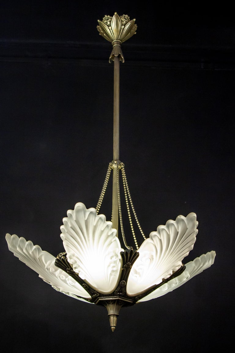 French Art Deco Chandelier, 1930 For Sale 1
