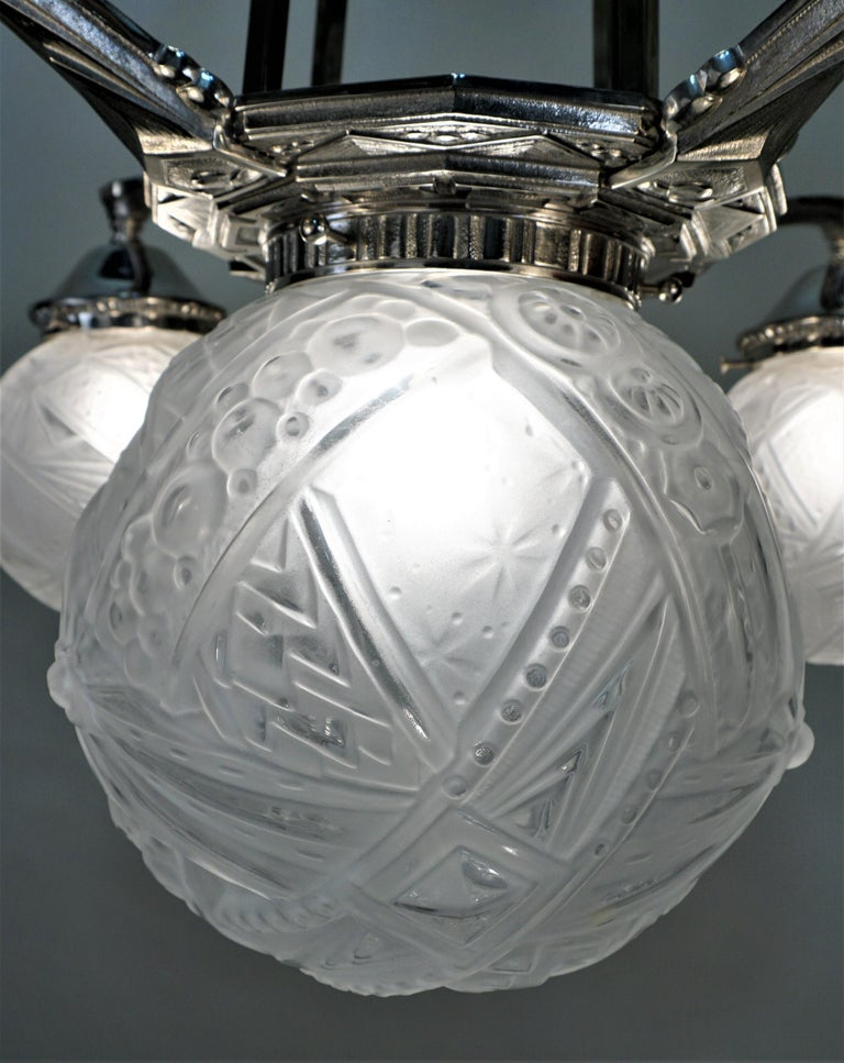 Early 20th Century French Art Deco Chandelier by Muller Freres For Sale