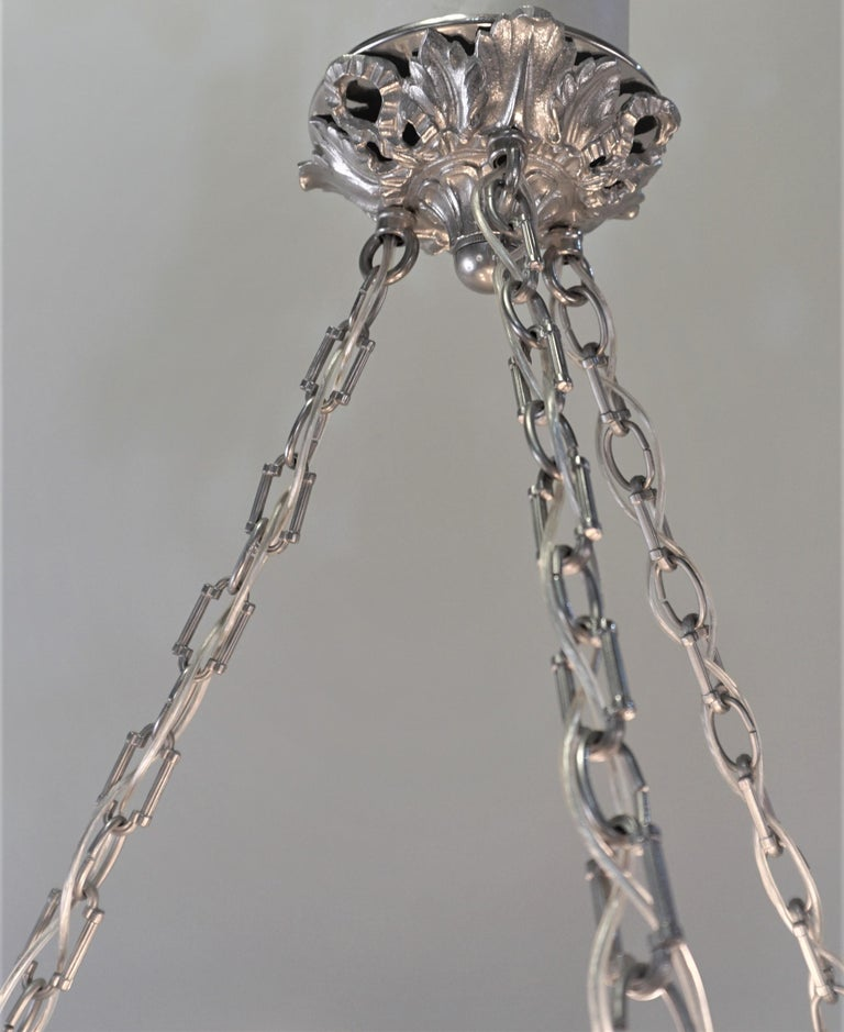 French Art Deco Chandelier with Cherry Eating Birds For Sale 1