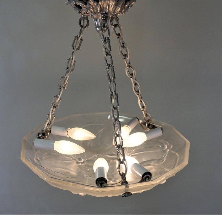 French Art Deco Chandelier with Cherry Eating Birds For Sale 2