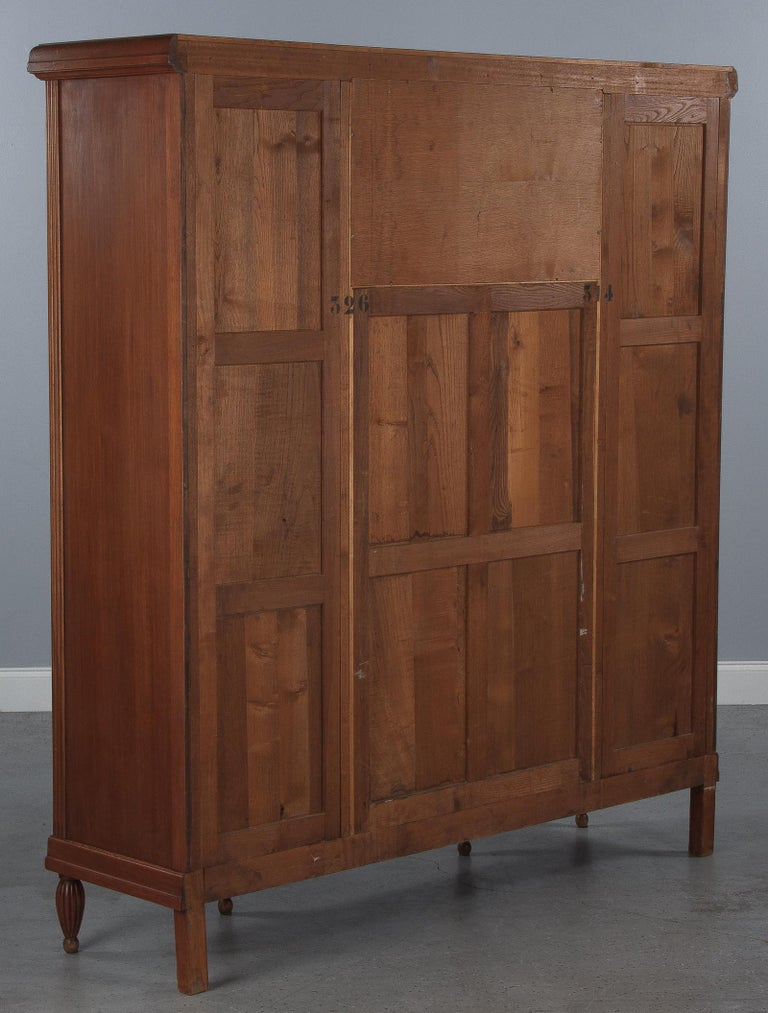 French Art Deco Cherrywood Bookcase, 1930s For Sale 15