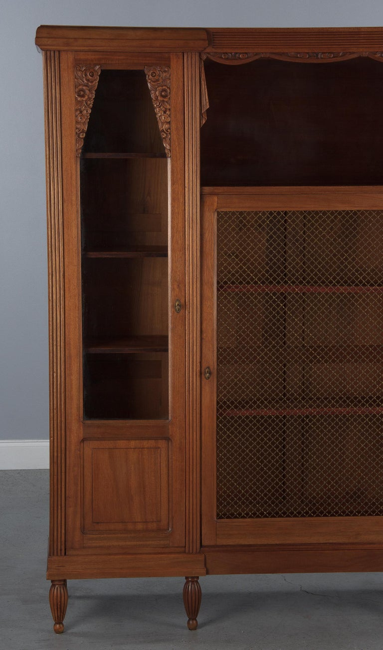 French Art Deco Cherrywood Bookcase, 1930s In Good Condition For Sale In Austin, TX
