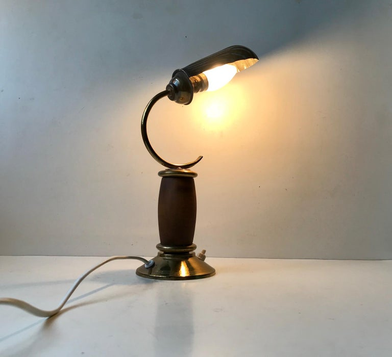 Mid-20th Century French Art Deco Clam Shell Table Light in Brass and Oak, 1930s For Sale