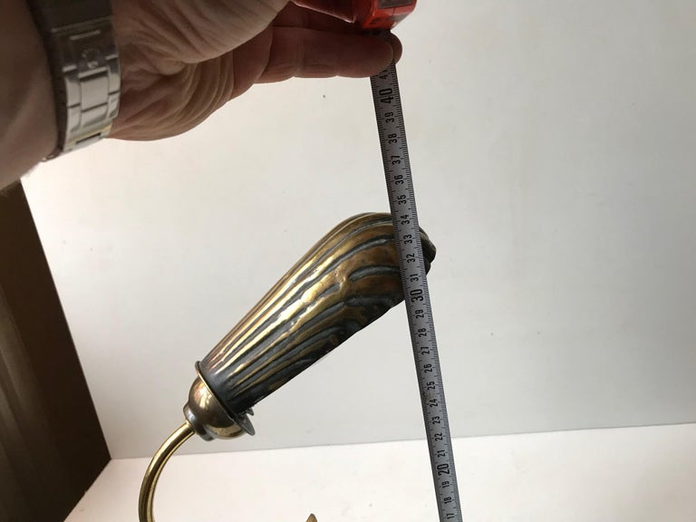 French Art Deco Clam Shell Table Light in Brass and Oak, 1930s For Sale 1