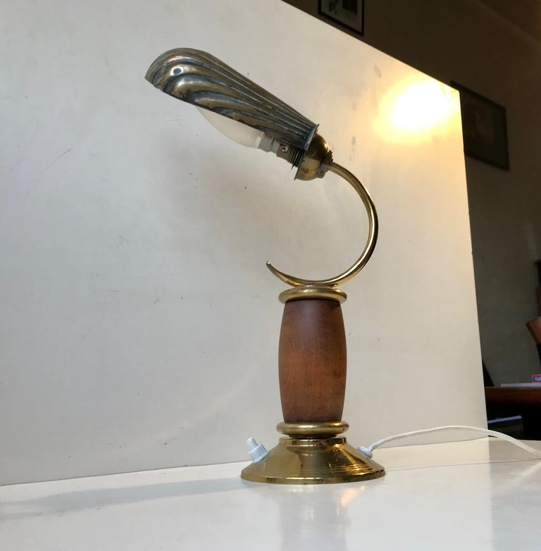French Art Deco Clam Shell Table Light in Brass and Oak, 1930s For Sale 2