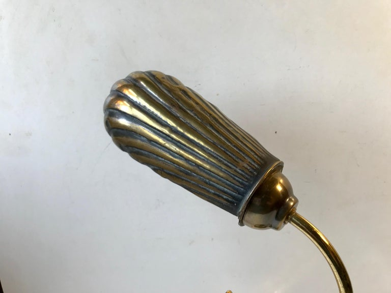 French Art Deco Clam Shell Table Light in Brass and Oak, 1930s For Sale 3
