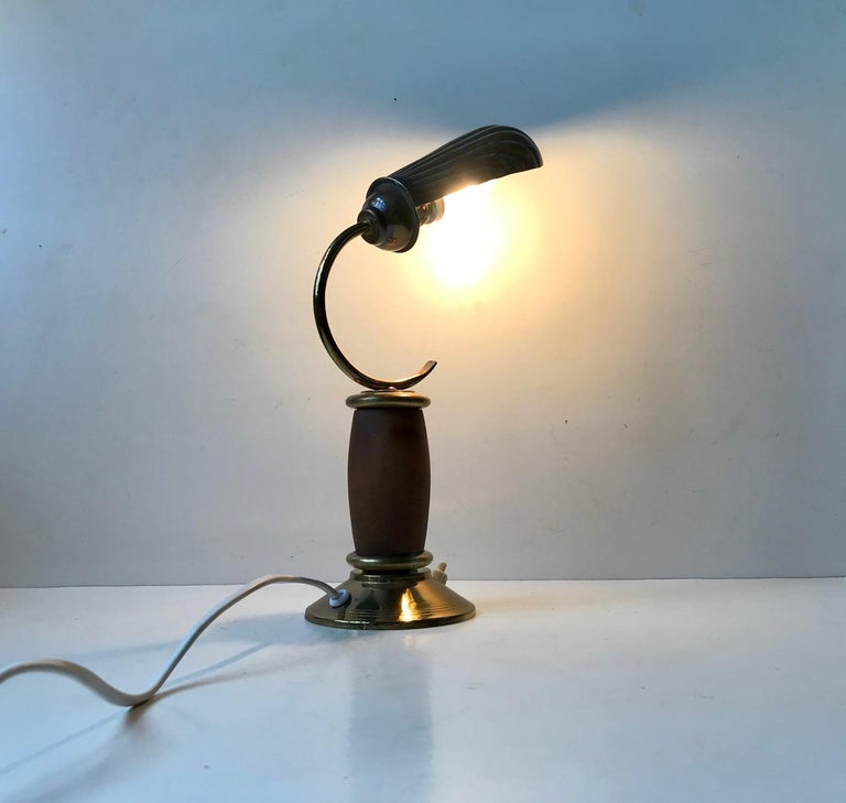 French Art Deco Clam Shell Table Light in Brass and Oak, 1930s For Sale 4