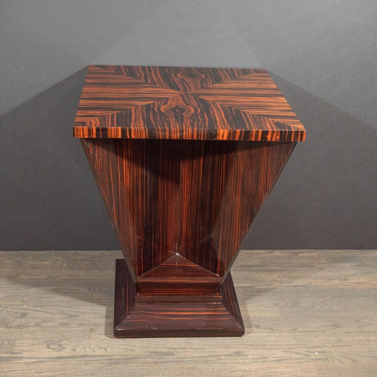 French Art Deco Cubist Occasional Table in Bookmatched Macassar For Sale 4